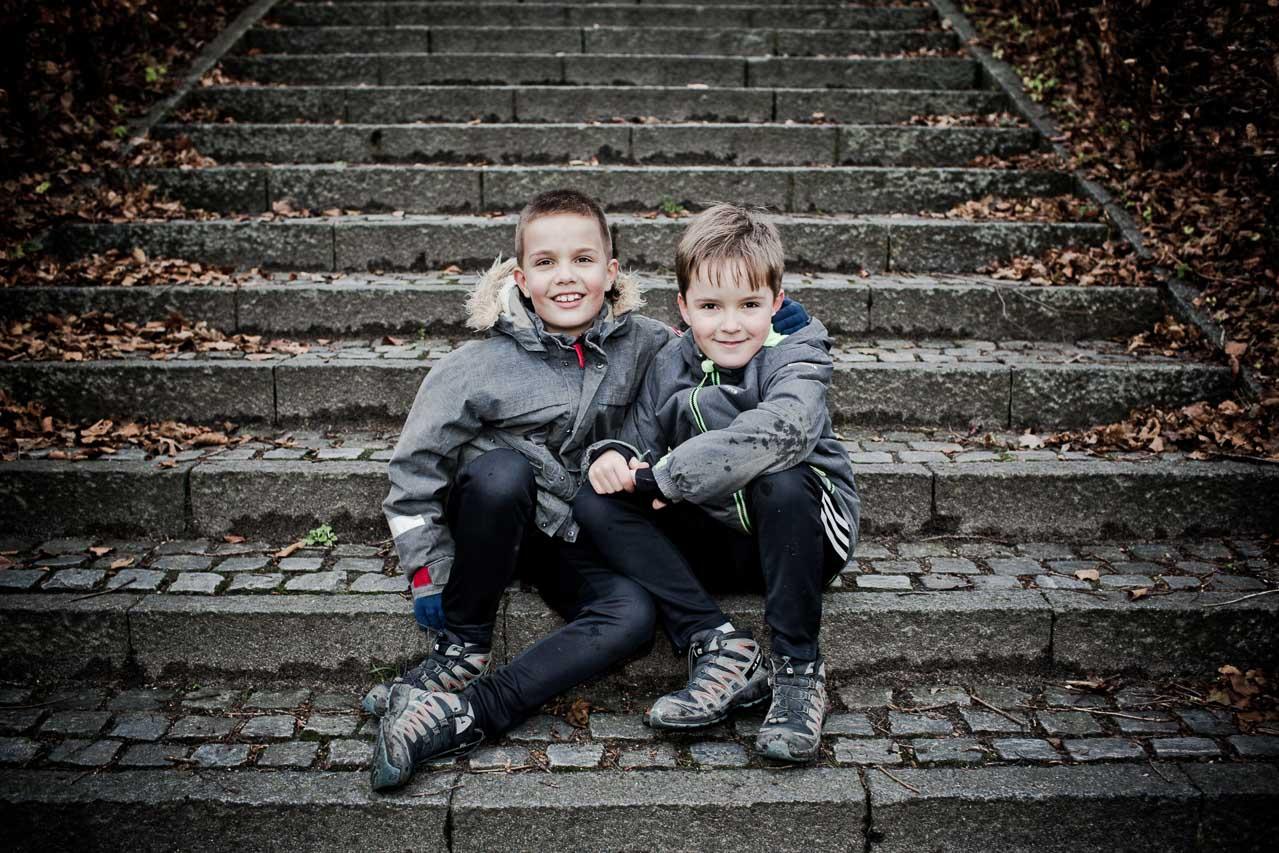 Fotografering af søskende, brødre eller tvillinger.